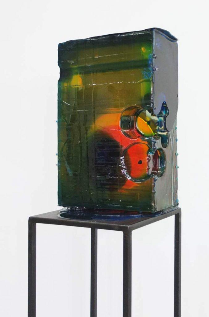 -fund-, 30x20x12cm, gefärbtes Epoxidharz, auf Stahlsteele